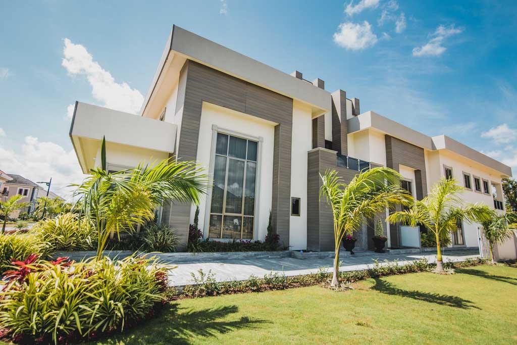 Modern Splendor Home - Centrascape